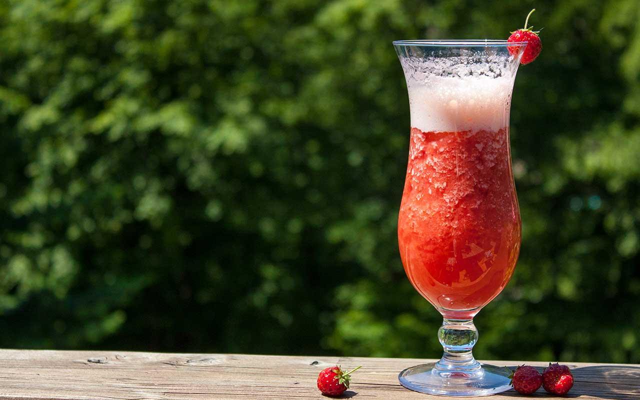 strawberry garden erfrischender erdbeer cocktail alkoholfrei. Black Bedroom Furniture Sets. Home Design Ideas