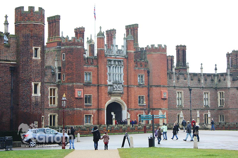 Hampton Court Palace bei London