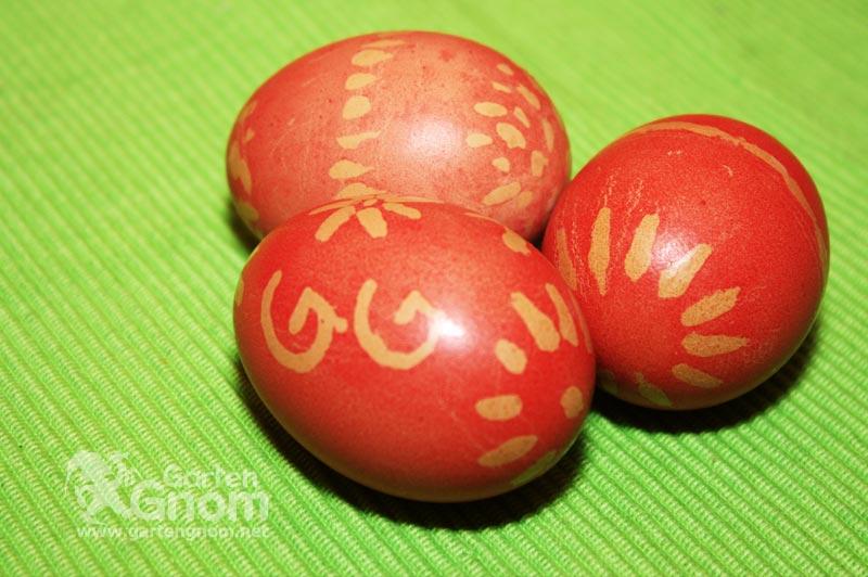 Eierfärben mit Wachs