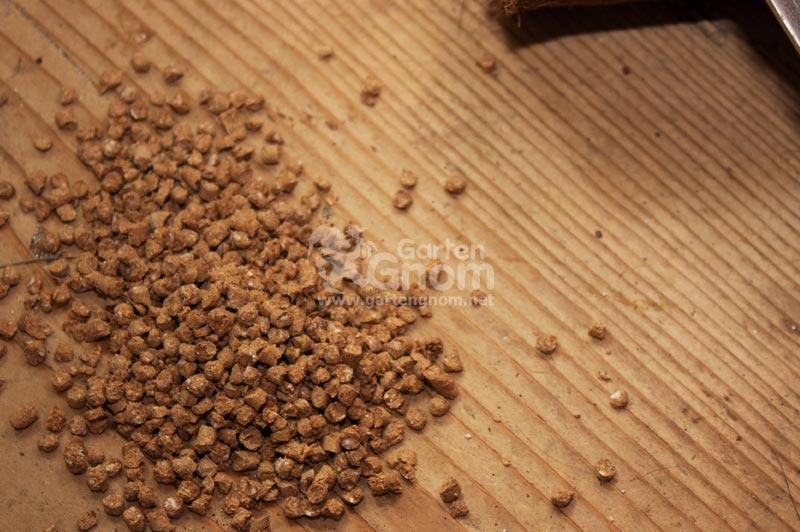 Dieser Dünger ist frei von tierischen Bestandteilen und unbedenklich für Mensch und Tier.