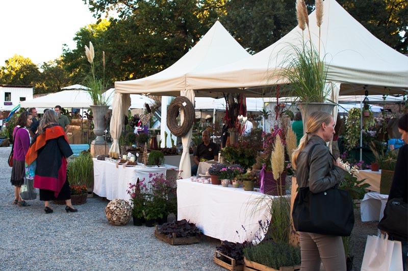 Marktleben am Flora Mirabilis Gartenmarkt