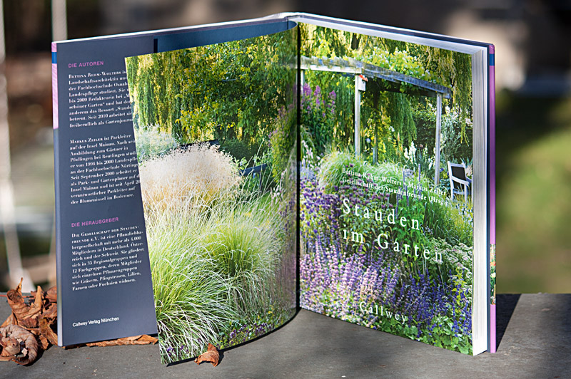 Buch-Doppelseite: Stauden im Garten - Callwey-Verlag