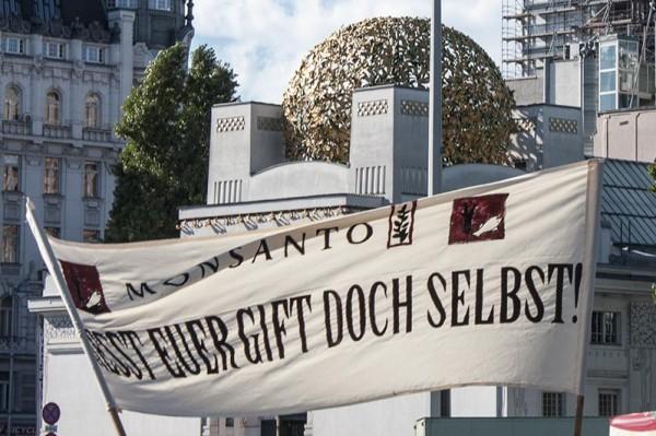 """March against Monsanto"" bei der Wiener Secession am 12. Oktober 2013 in Wien."